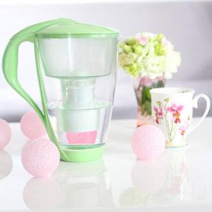 Dzbanek filtrujący alternatywą dla wody ze sklepu