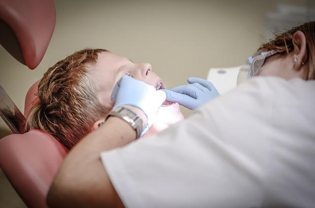 Dlaczego korzystanie z usług stomatologa w ciąży jest niezbędne?
