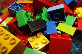 Klocki plastikowe - idealna zabawka dla każdego dziecka